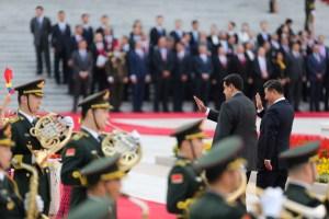 Los intereses que están en juego durante la desesperada visita de Maduro a China