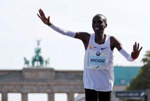 El keniano Kipchoge batió el récord mundial en maratón de Berlín