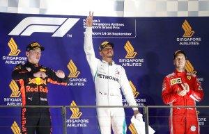 Hamilton gana en Singapur y acelera hacia su quinto título de pilotos