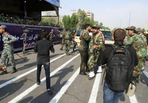 Atentado en desfile militar en Irán deja 24 muertos