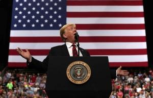 Trump busca impedir que inmigrantes que usan beneficios públicos accedan a residencia definitiva