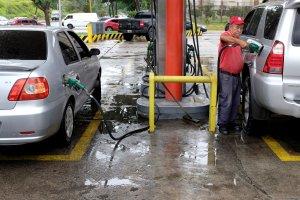 Venezolanos siguen en incertidumbre sobre cobro de la gasolina, tras inicio de prueba de sistema biopago