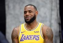 La sonrisa de Kawhi, la demanda de traspaso de Butler y la nueva casa de LeBron abren la pretemporada de NBA