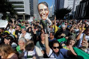 Brasil hacia polarizado duelo entre Jair Bolsonaro y Fernando Haddad (Gráfico)