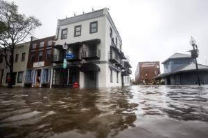 Florence deja once muertos y lluvias épicas que desbordan ríos en EEUU