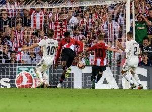 El Athletic frena a Real Madrid en San Mamés y deja de líder al Barcelona