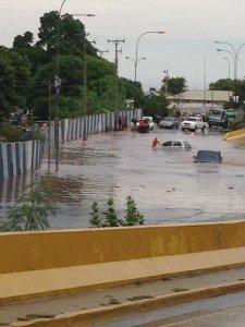Fuertes lluvias causan inundaciones en La Guaira este #25Sep (Fotos y Videos)