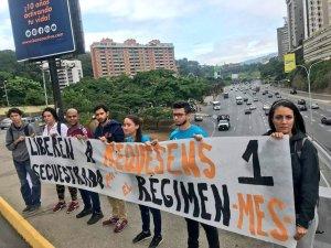 Con pancartas y consignas, estudiantes exigen la liberación de Juan Requesens #7Sep (fotos)