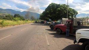 Tachirenses trancan avenida en protesta por escasez de gasolina #20Sep