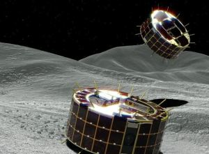 Dos exploradores espaciales se preparan para posarse en un asteroide y traer muestras a la Tierra