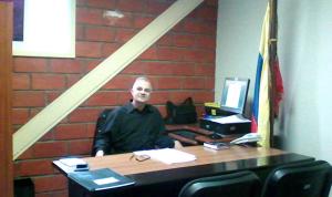 Juez que imputa a bomberos de Mérida se define comunista y hace apología de la violencia