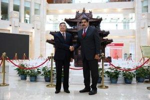 """Sumiso al Imperio Chino, Maduro aseguró que los acuerdos """"no generan deudas, ni hipotecas"""""""