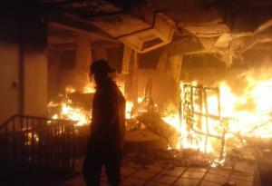 Bomberos atendieron nuevo incendio en sede administrativa de Corpoelec Táchira (Fotos)