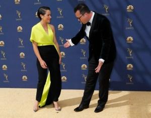Color amarillo brilla en la alfombra dorada de los premios Emmy