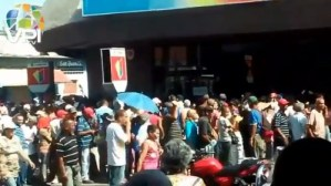 Largas colas en bancos de Cumaná para retirar 200 bolívares #20Sep (Video)