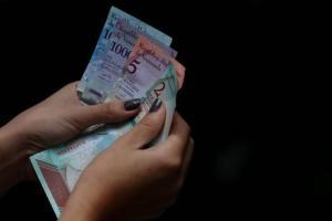 Luis Oliveros: El salario base perdió 90% de su valor