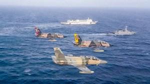 Padrino López da la bienvenida a buque hospital chino, pero nadie lo ha visto (Foto)
