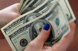 Bloomberg: El regreso al mercado paralelo sugiere otra inminente devaluación en Venezuela