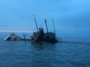 #EscombrosDeMaduro También las gabarras se hunden en el Lago de Maracaibo (Fotos)