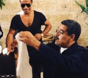 """Maduro fumando habano """"personalizado"""" en Estambul es lo más capitalista que verás hoy (Fotos y videos)"""