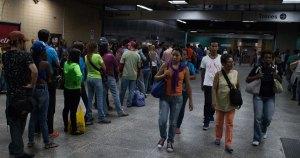 En taquillas del Metro de Caracas rechazan billetes del viejo cono monetario