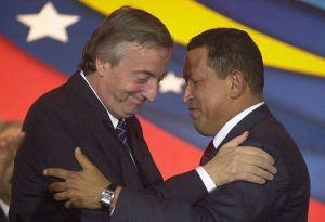 La historia secreta de los bonos del Sur con los que ganaron mucha plata Chávez y Kirchner