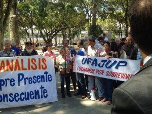 Pensionados protestan frente a la Defensoría del Pueblo #11Sep (videos)