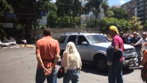 Conductores arremeten contra la protesta de pensionados #1Sep (videos)