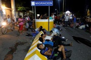 México mantiene en vilo avance de caravana de migrantes hondureños que va hacia EEUU (Fotos)
