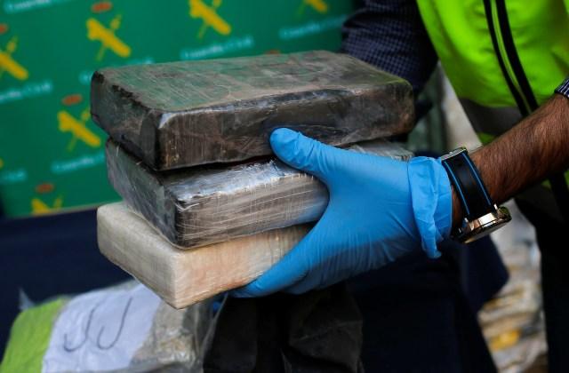 Incautadas cerca de tres toneladas de cocaína en un barco mercante en España
