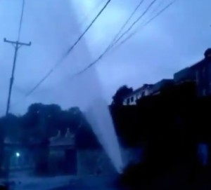 Colapsa tubería de agua potable en Carrizal #20Oct (Video)