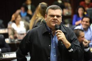Diputado Cadenas denuncia venta de gasolina contaminada en Barinas