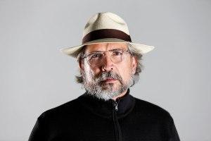 """Gustavo Tovar Arroyo: """"Creo que el arte es la bala más fulminante para responder a la maldad"""""""
