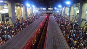Tren con fallas genera fuerte retraso en la Línea 1 del Metro de Caracas este viernes #14Dic
