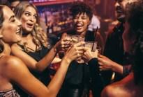 El extraño caso de esa gente que no bebe alcohol, y aún así, se divierte