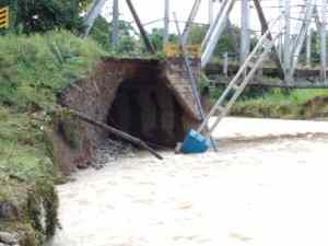 Se socavan estructuras del puente ubicado sobre el río Michay en Barinas