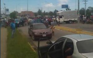Pescadores en Higuerote protestan por el robo masivo de motores #17Oct
