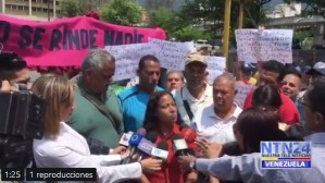 """Trabajadores protestan en el centro de Caracas por los """"sueldos de hambre"""""""