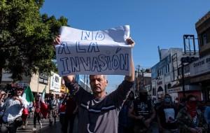 Surgen protestas pro y contra la caravana de migrantes en la frontera entre México y EEUU