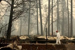 Suben a 51 los muertos por llamas en California, con más de 100 desaparecidos