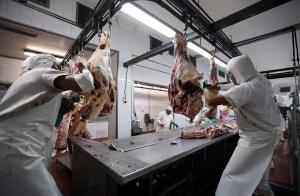 Productores de carne argentinos responden con paro a suspensión de exportaciones