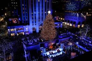 El árbol de Navidad del Rockefeller Center ya ilumina a Nueva York (fotos)