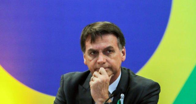 El presidente electo de Brasil, Jair Bolsonaro, hace gestos durante una reunión con los gobernadores recién elegidos en Brasilia el 14 de noviembre de 2018. Foto de Sergio LIMA / AFP