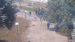 Así fue el momento en que llegaron los colectivos armados a la UC para sabotear las elecciones (Video)