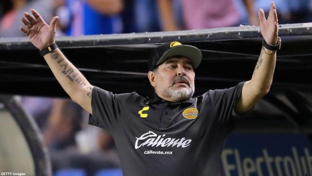 Dos Maradonas en una noche: El bailarín y el peleón (VIDEO)