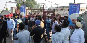 Ataque contra un grupo espiritual en India dejó tres muertos y al menos 20 heridos