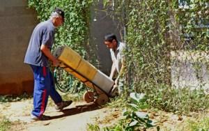 En varios sectores de Maracaibo los habitantes recorren kilómetros para buscar agua