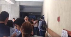 Así reaccionaron estudiantes de la Universidad de Carabobo ante ataques de grupos violentos (Video)