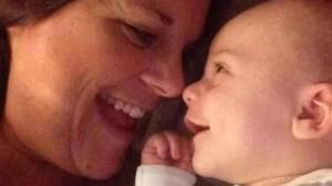 El bebé que siempre sonreía en realidad tenía un raro tumor cerebral
