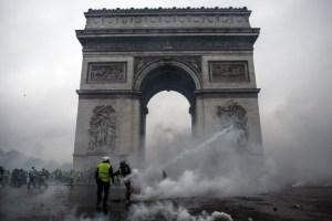 Los principales monumentos de París cerrarán este sábado por temor a violencia de los chalecos amarillos